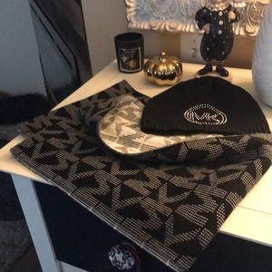 ✨ Michael Kors blk bling beanie hat & blk/wht reversible infinity scarf